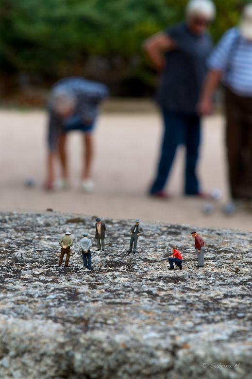 Boules - Ook kleine mensjes houden op 16.00u hun apert en een spelletje jeu de boules als ze op welverdiende vakantie zijn.