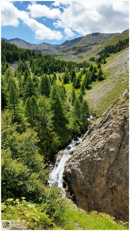 waterfall in the mountains - Foto gemaakt in de Alpen in Frankrijk