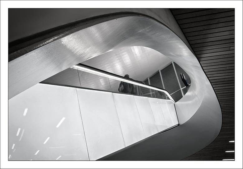 roltrap - De roltrap in de nieuwe stationshal Arnhem.