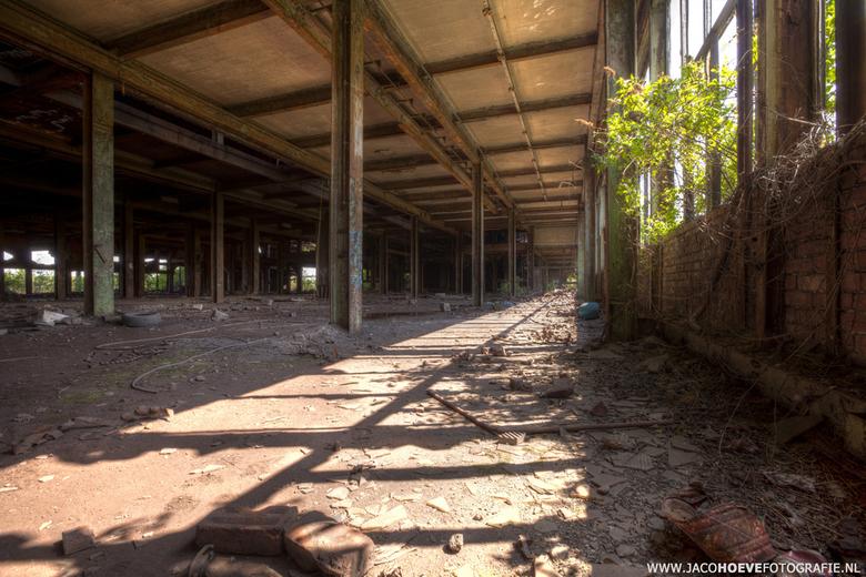 Verlaten oude staalfabriek (3) - Genomen op 28 mei 2013.