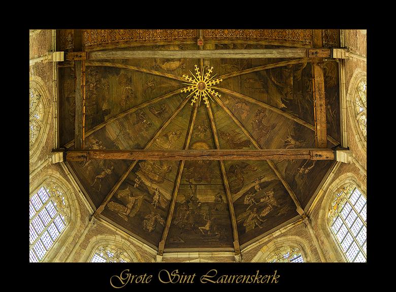 Plafond Laurenskerk Alkmaar - Hier nog een foto van de bijzondere Sint Laurenskerk te Alkmaar. Het plafond is ook erg mooi en fijngevoelig uitgevoerd.