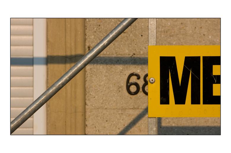 La rénovation - In de steigers in de Franse stad Maubeuge. Een tip: mocht je er ooit in de buurt komen, neem dan meteen weer afstand!