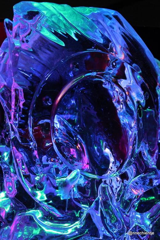 color - Deze foto is gemaakt in Zwolle bij de ijssculpturen.<br /> De kleuren spraken mij wel aan.