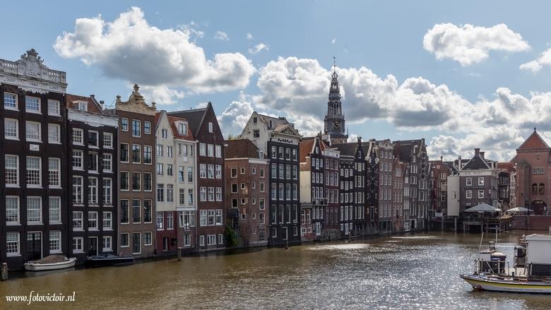 Amsterdam Damrak achterkant Warmoesstraat - Bedankt voor de reacties op mijn vorige uploads. Nu een aantal opnames van Amsterdam en de Noord / Zuidlij