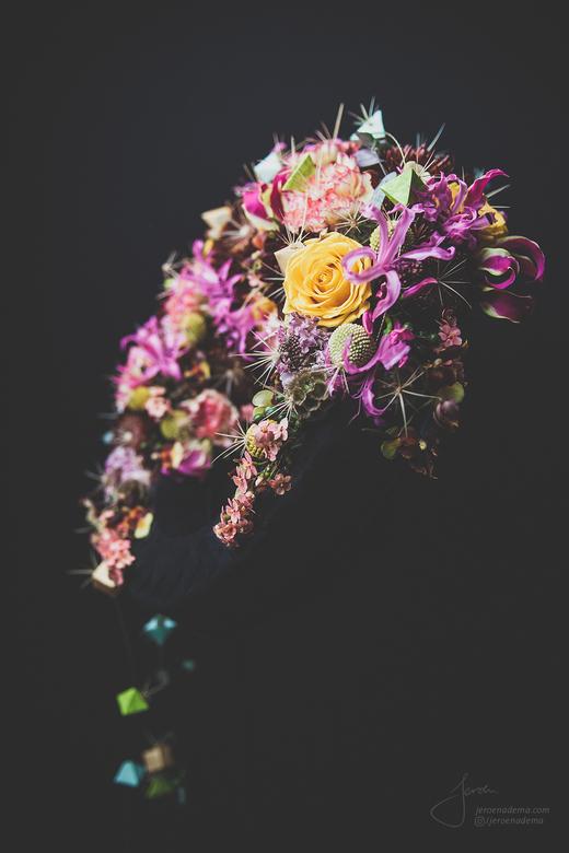 Stilleven V - Een stilleven dat ik maakte van een bloemstuk van meesterbinder Ilona Oostenveld.