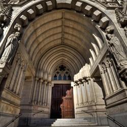 Kerk, Koninklijke Crypte van Laken.