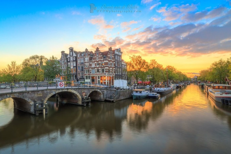 """Brouwersgracht zonsondergang - Brouwersgracht, op 5 min van mijn huis <img  src=""""/images/smileys/smile.png""""/><br /> <br /> https://dvdwphotography.c"""