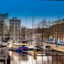 Huizen aan het Verbindingskanaal in Groningen