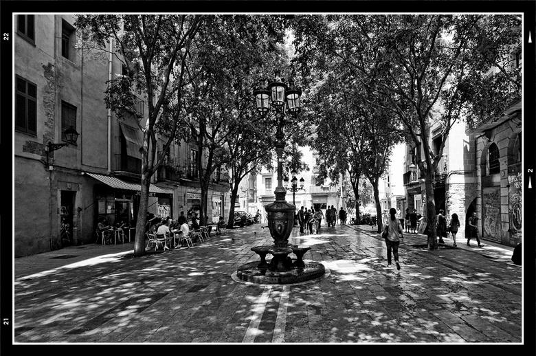 Barcelona 2012-10 - In zo'n stad als barcelona wordt het hartje zomer nogal eens behoorlijk warm. Dan is het maar goed dat er toch heel wat plein