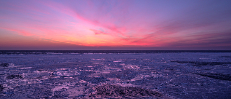 Zonsopkomst bevroren Waddenzee