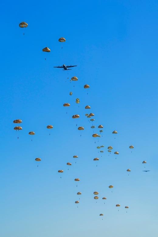 Operatie Market Garden - Net als heel veel andere mensen ben ik gisteren ook even bij de luchtlandingen op de Ginkelse heide wezen kijken. Was erg ind
