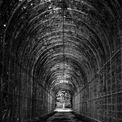 Au bout de chaque tunnel, il y a une lumière.