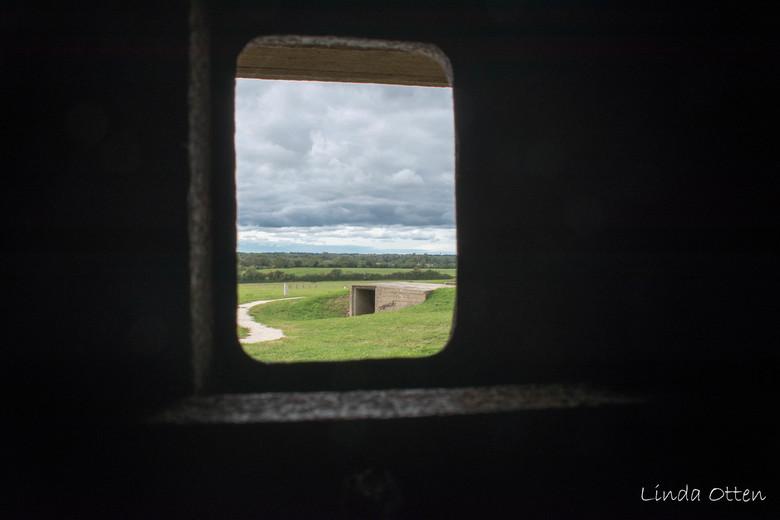 Doorkijk Batterie d'Azeville - Doorkijkje vanuit de Duitse bunker Batterie d&#039;Azeville,naar een munitieopslag.<br /> Batterie d&#039;Azeville lig