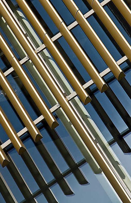 Da Vinci Alphen a/dRijn 5 - Da Vinci is een gebouw met winkels en woningen. Aan de voorkant naast de ingang is ook een grand café gevestigd. Boven de