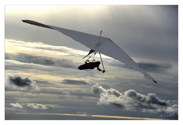 Fly away with me (part 2) - Zoals voorspeld: bij deze de 2e in de serie van deltavliegers.