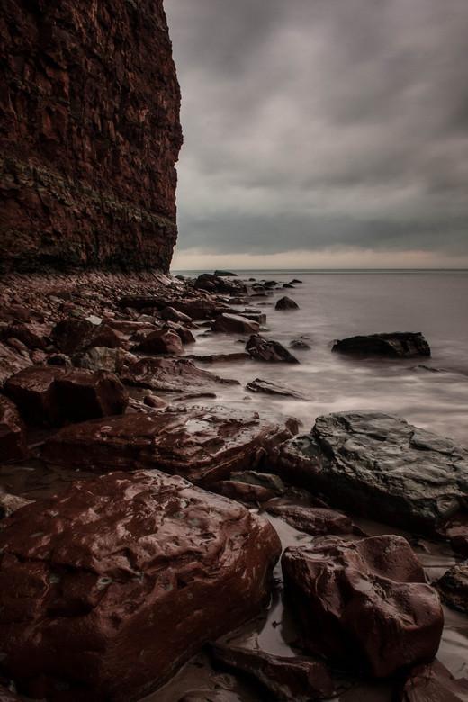 Het Woeste Helgoland.. (2) - Net als de vorige foto, maar deze uit een iets andere hoek, wat meer steen er op en minder bewegend water.. prachtige wer