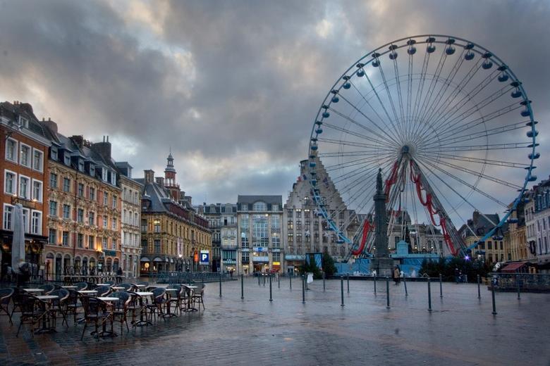 Reuzenrad, Lille - December in Lille met een kerstmarkt en een groot reuzenrad op het plein.