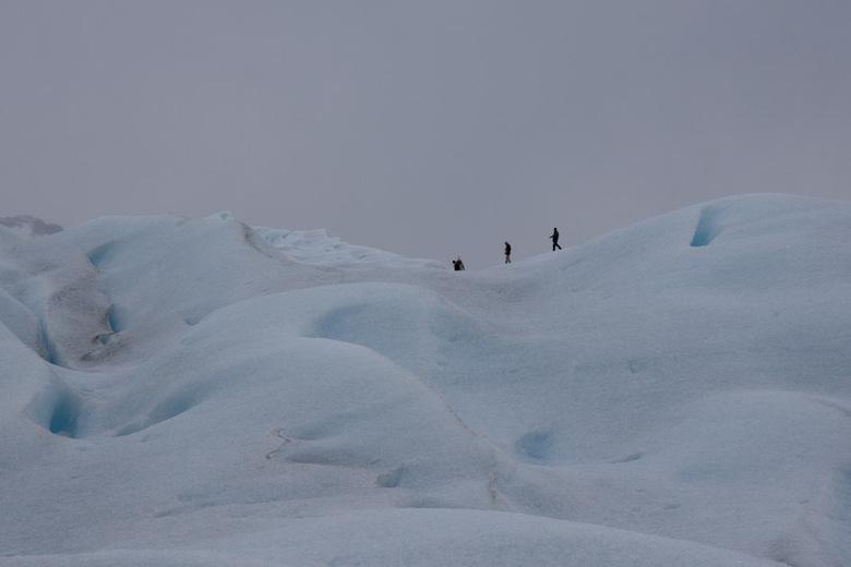 Wandelen op de gletsjer - Met ijzers onder de schoenen wandelen op de gletsjer, afgesloten met een glas whiskey on the rocks... Vanaf dit standpunt ne