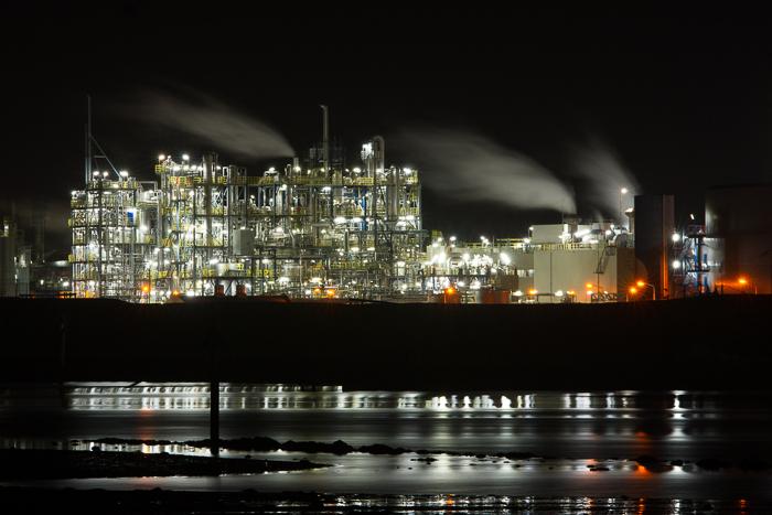Nachtfotografie Delfzijl - Donderdagavond zijn we met ongeveer 17 man op stap geweest naar Delfzijl. Daar hebben we o.l.v. Wim Hazenhoek het industrie