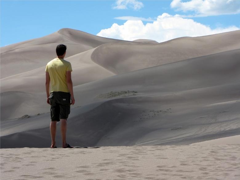 Great Sand Dunes NP - Ikzelf in de voorgrond van de Great Sand Dunes NP, CO.
