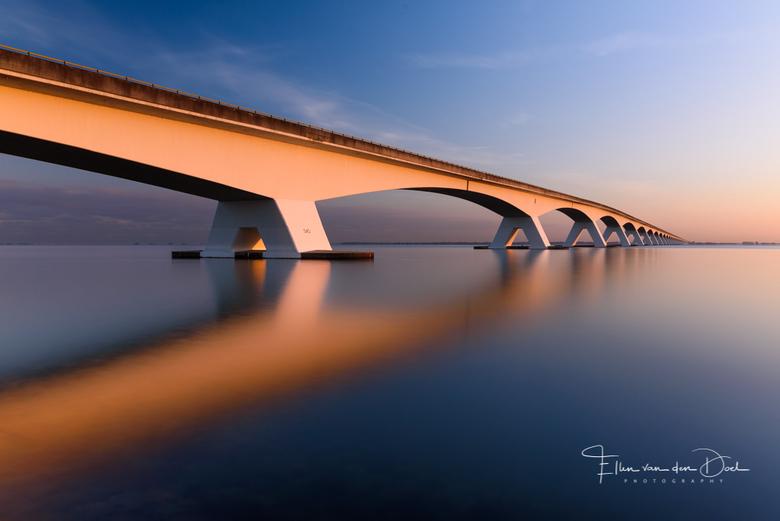 The Bridge - Een veel gefotografeerd onderwerp, maar met zulk rustig water en prachtig licht door de zonsopkomst moest ik wel stoppen voor een foto. <