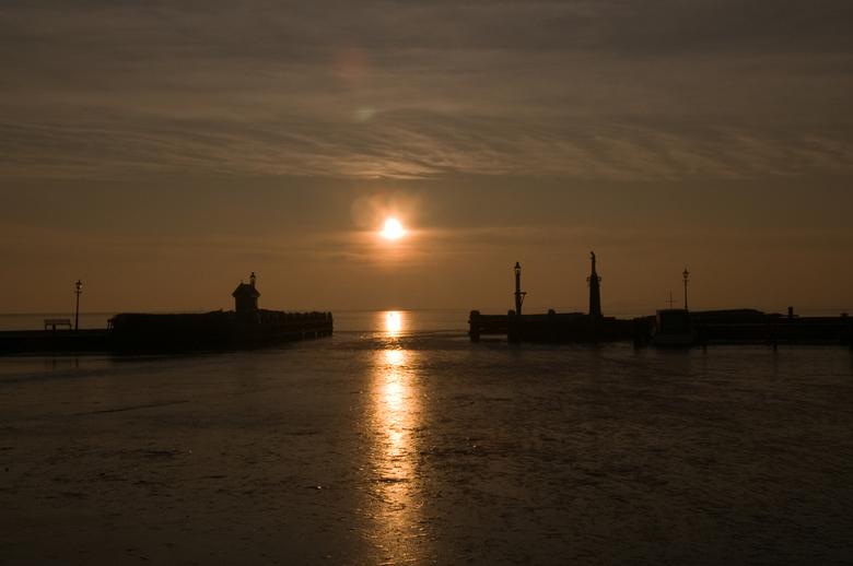 havengat Volendam - Het havengat van Volendam bij opkomende zon.