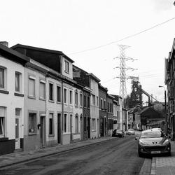 Seraing (bij Luik) - Rue des Pierres met hoogoven van Cockerill Sambre