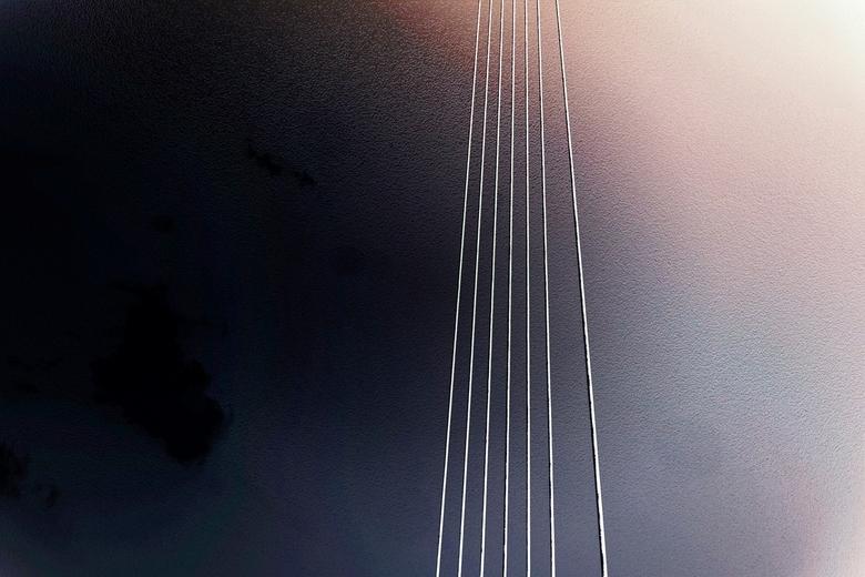 Bridge over troubled water - Een deel van de Erasmusbrug. Eenvoud kan ook.....<br /> <br /> Dank jullie wel voor de reacties op Living in the future