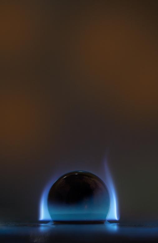 Global warming - Had dit al een tijdje in mijn hoofd , stalen kogel met vuur...dus vanmiddag aan het experimenteren geweest, kogel ligt in een klein k