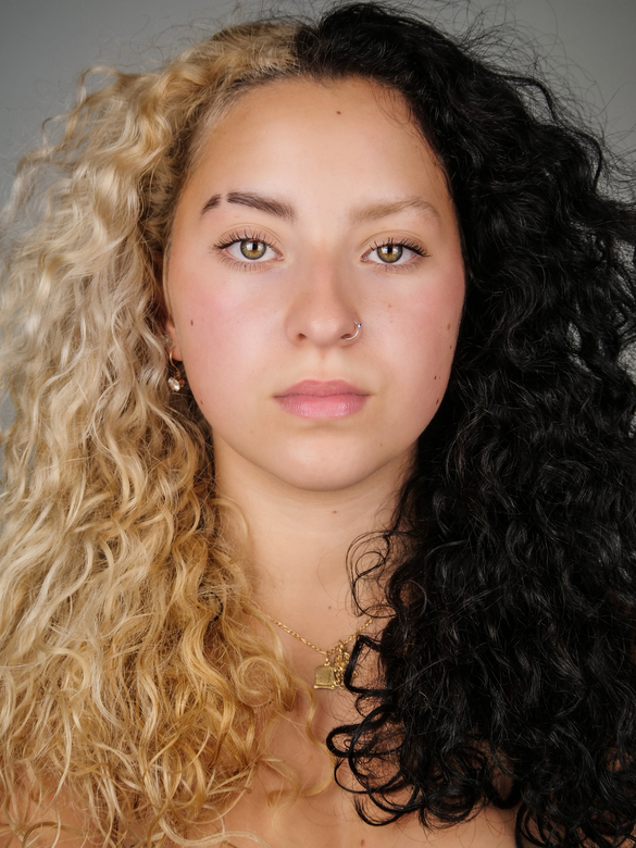 Headshot - Shakira  - Portret Fotografie - Headshot Close up - 2 Verschillende haar kleur