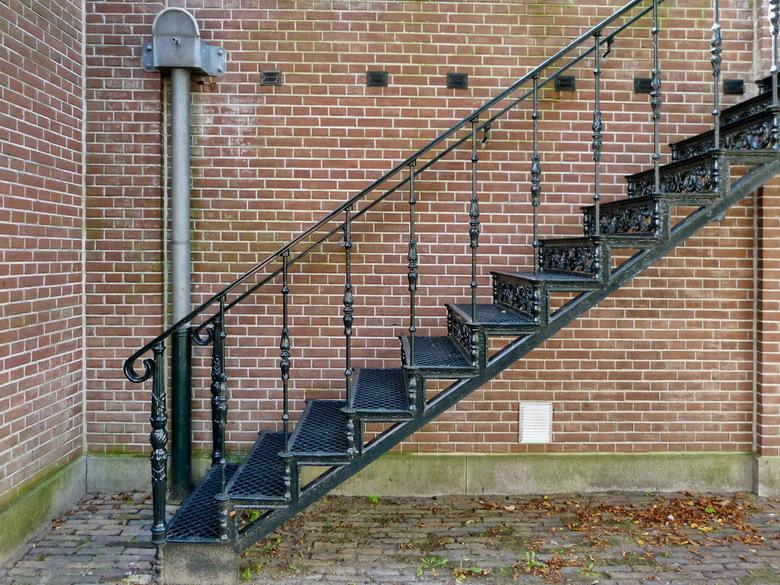 Ergens in Zutphen. - Minimalisme een simpele foto met weinig elementen, kan soms een grote impact hebben door zijn eenvoud van dingen.<br /> <br />