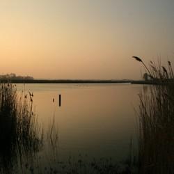 De Dee bij zonsondergang