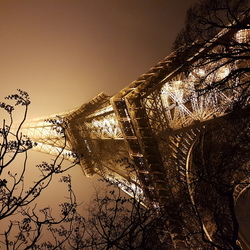 Parijs, eiffeltoren in de mist