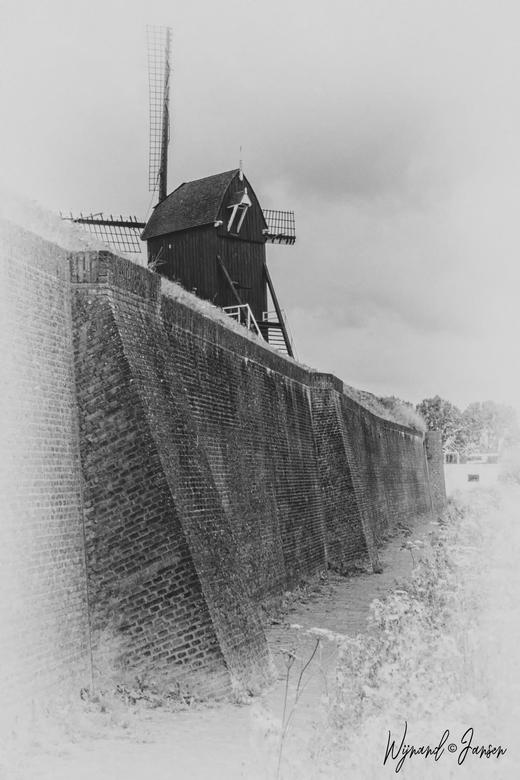 Oudheusden. - Oudheusden is oorspronkelijk een nederzetting aan een vroegere loop van de Maas, later Oude Maas geheten. Oudheusden is daarmee ouder da