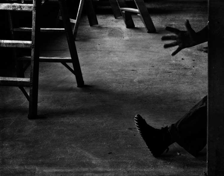 03 - Zwaaien met handen en voeten sluit<br /> ik deze miniserie<br /> <br /> Gr.