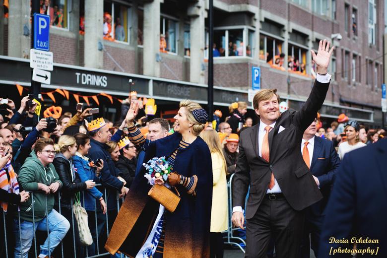 Lang leven de Koning - Koningsdag in Tilburg. Na urenlang wachten.... kon ik eindelijk gewenste foto's maken