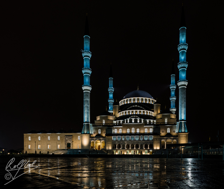 Kocatepe moskee in Ankara bij nacht - Grootste moskee van Ankara bij nacht