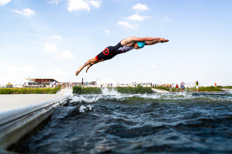 Running dive - The perfect atmosphere of the European Beach Volleyball Championships with a full stadium in Utrecht