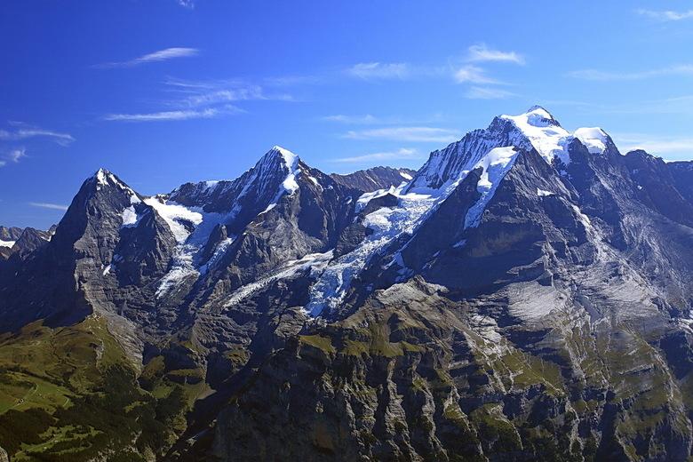 wereld beroemd - Deze drie toppen zijn over de hele wereld bekend.<br /> Links de Eiger, met Eigernoordwand, in het midden de Mönch en de Jungfrau.<b
