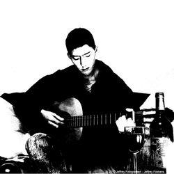 Zelfportret met me gitaar 5 zwart/wit