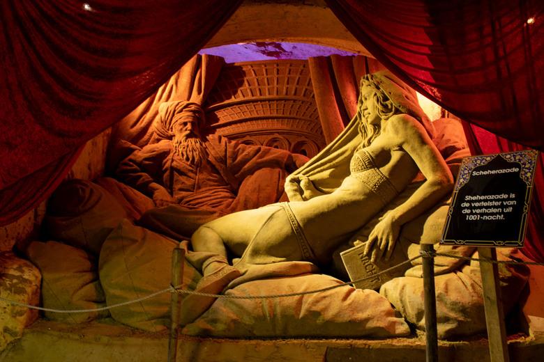 Sheherazade  - Sheherazade is de verleidster van de verhalen uit 1001-nacht, dit is het eerste zandsculptuur dat momenteel te zien is bij Winterwonder