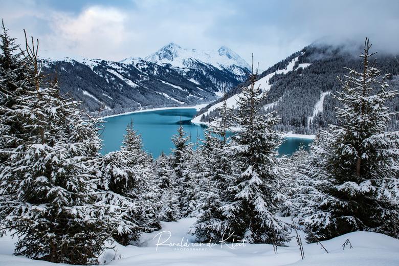 Konigsleiten, Tyrol, Austria -  Vorige week in Oostenrijk geweest en kwam deze meer tegen in de gebied rondom Konigsleite, Gerlos. Voor de foto moest