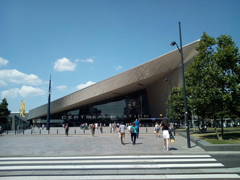 Rotterdam Centraal Station - Als je dan tóch onderweg bent vanaf Media Markt om wat te halen... Why not?<br /> <br /> Even het station op de kiek ge