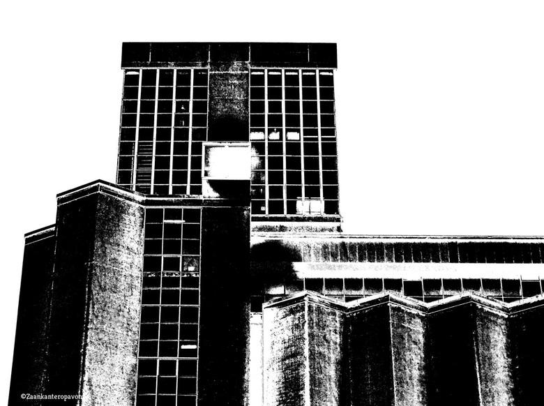 Factory - Ik had druppels op me lens in de regen. Daardoor kwam ik tot deze bewerking. Een fabriek bij de Rijnhaven in Rotterdam Zuid.