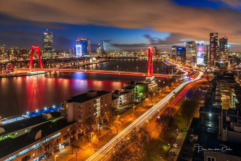 """In Love - &quot;In Love&quot;<br /> <br /> Ik vind dit uitzicht over Rotterdam zo geweldig!! <img  src=""""/images/smileys/smile-big.png""""/>"""