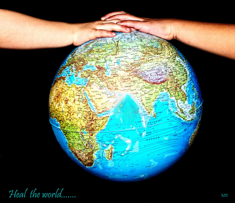 Samen de handen in een.. - Zo hard als de wereld is...<br /> Mijn gedachtenis gaan uit naar alle slachtoffers in deze wrede wereld