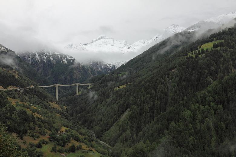 Simplonpass - Zijn inmiddels op weg van Blatten bei Naters naar het zuiden van Zwitserland, namelijk Carona even boven Lugano. Waar we twee weken verb