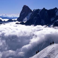 Alpinisten in afdaling vanaf Aiguille du Midi