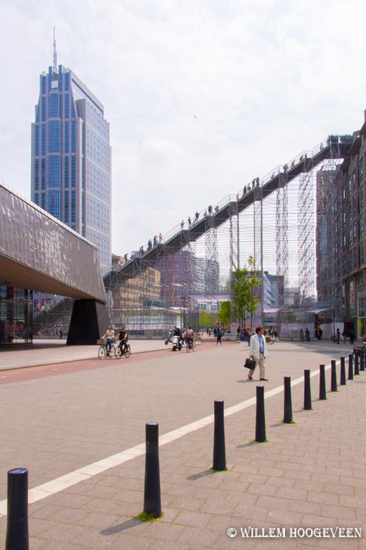 Klimmers in Rotterdam - De trap in Rotterdam. het is iets aparts, maar eenmaal boven valt het voor fotografie erg tegen. Op de Euromast zijn mooiere f