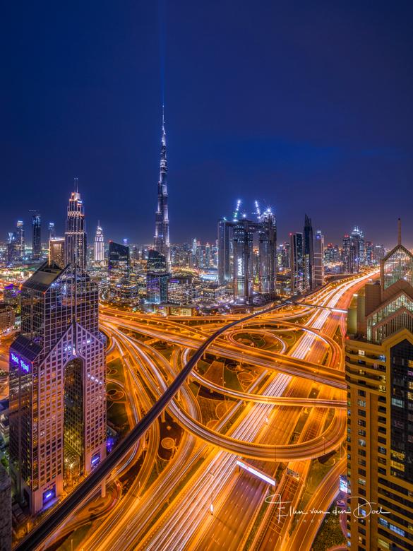 """Futuristic Dubai - Terwijl Nederland in de Siberische kou zat, waren wij lekker warm op vakantie naar Dubai. <img  src=""""/images/smileys/wilt.png""""/> Wa"""